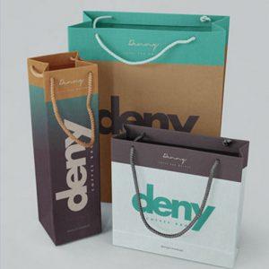 бумажный пакет с логотипом и ручками